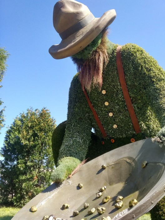 Prospector plant sculpture MosaiCanada150